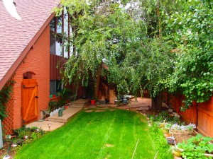 694 Inca Parkway has a beautiful private yard that is fully enclosed by a 6 foot fence.