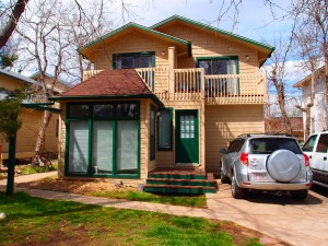Entry to 2005 Goss Unit 3: 4 bedroom, 1 bath